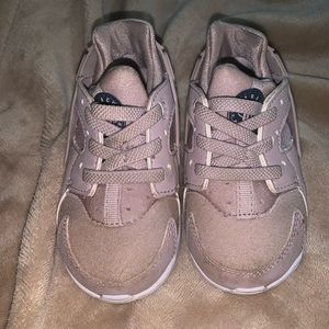 Toddler size 6 Huarache sneakers
